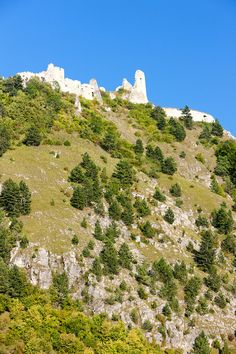 Čachtice Castle, Slovakia. Photo phbcz. More beautiful images of this ruin: http://unexploredparadises.eu/cachtice