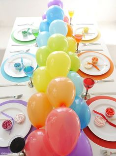 Rainbow party tablescape & DIY balloons garland table runner centerpiece! perfect for birthday or Saint Patrick's day celebrations by http://BirdsParty.com @BirdsParty