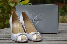 Grace Chelsea Off White Silk Wedding Shoes Peep Toe Pumps Sz 10 $130