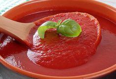 Uma receita de molho de tomates tradicional mediterrânea. Simples, prática e muito saborosa que pode acompanhar vários tipos de pratos.