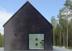 Villa Wallin by Erik Andersson Architects. I really like the simplicity of this house. The proportions of the window to the building are perfect. Modern House Design, Modern Interior Design, Villa Design, Design Room, Minimalist Interior, Interior Ideas, Interior Decorating, Painted Pine Walls, Architecture Résidentielle