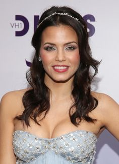 Jenna Dewan-Tatum's Glitzy Hair Accents - 20 Celebrity-Inspired New Year's Eve Hairstyle Ideas - Photos