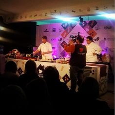 Martín Molteni cocinando croquetas de maní con jengibre en #SaboresDelManí #Cocina #gourmet