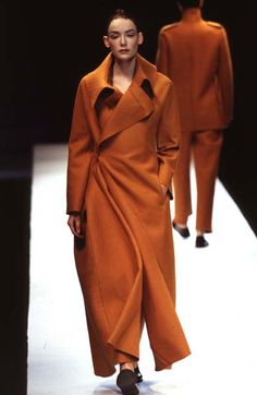 Yohji Yamamoto - Ready-to-Wear - Runway Collection - Women Fall / Winter 1996