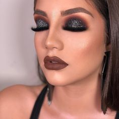 glittery dark smokey eye makeup look glittery donkere smokey eye make-up look Glam Makeup, Eye Makeup Tips, Makeup Goals, Makeup Inspo, Makeup Inspiration, Face Makeup, Makeup Ideas, Makeup Blog, Makeup Guide