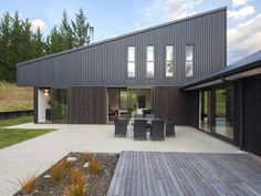 NZ house. Colorbond and timber.