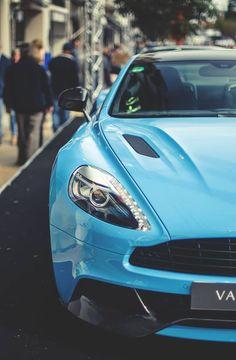 Aston Martin Vanquish - https://www.luxury.guugles.com/aston-martin-vanquish-4/