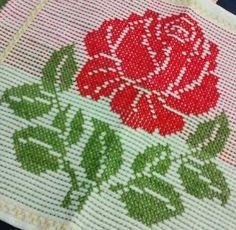 Rosa para almofada - ponto oitinho                                                                                                                                                      Mais