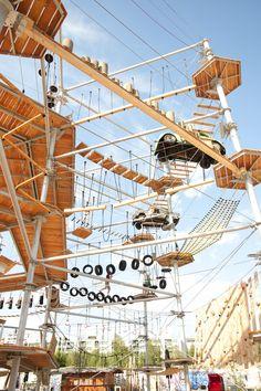 Hoch hinaus: Sportlich aktiv sein und gleichzeitig eine tolle Aussicht auf Berlin genießen, kann man im Kletterpark MountMitte >> MountMitte | BeachBerlin -  www.mountmitte.de