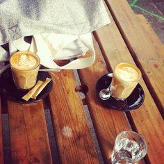 Saturday!!! #bajoaporpan #shoredichgrind #oldstreet #coffeeshop #latte #london #bajoaporpan