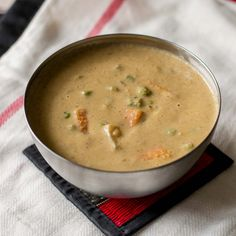 Recipe for Neikarapatti thayir kurma with veggies. Vegetable kurma recipe made with creamy curd / yogurt. Perfect side dish / gravy for chapati / idiyappam. Goan Recipes, Veg Recipes, Curry Recipes, Indian Food Recipes, Vegetarian Recipes, Cooking Recipes, Indian Veg Curry Recipe, Kulambu Recipe, Kitchens
