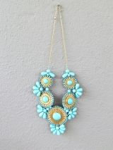 i love statement necklaces!