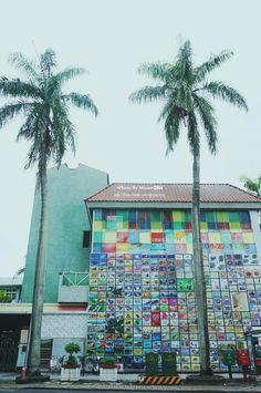 20140826【第三天:外牆都是郵票的郵局】 在這裡我浪費好多記憶體啊~ 中興新村的郵局外觀實在太有趣了, 只可惜那時才早上六點多,找不到人幫我拍照=3=