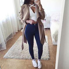 Top & jeans: @dollygirlfashion
