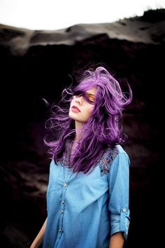 Dye your hair simple & easy to bright purple hair color - temporarily use vivid purple hair dye to achieve brilliant results! DIY your hair imperial purple with hair chalk Corte Y Color, Grunge Hair, Hipster Grunge, Cornrows, Hair Dos, Pretty Hairstyles, Hairstyle Pics, Hairstyles Haircuts, Summer Hairstyles