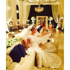 Mais um momento especial da noiva Larissa, que está deslumbrante usando peças exclusivas Bibiana Paranhos. Toda a preparação da noiva foi feita no Copacabana Palace.  #noivasbybibiana #copacabanapalace #wedding