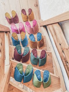 Christmas gift for the whole family - matching slippers. So unique and cute. #matchingchristmas #christmasfamily #familygift #familyslippers #matchingfamily Christmas Gifts For Coworkers, Family Christmas Gifts, Valentines Gifts For Her, Cozy Christmas, Family Gifts, Christmas Decor, Fuzzy Slippers, Pink Home Decor, Boyfriend Gifts