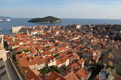 """Segundo o Wikipedia, George Bernard Shaw foi um """"dramaturgo, romancista, contista, ensaísta e jornalista"""". Confesso que não conheço nada da sua obra, mas descobri que em 1929, ao visitar Dubrovnik, o irlandês foi muito feliz ao cunhar a seguinte frase: """"Se querem ver o paraíso na terra, venham a Dubrovnik"""". Shaw não poderia ser mais...<br /><a class=""""more-link""""…"""