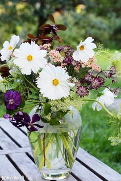 Juhannuskimppu | Kotivinkki Happy Holidays, Flower Power, Planting Flowers, Green, Plants, Summer, Finland, Beautiful, Anna