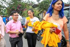 Supporters buy the popular yellow Bersih 4 T-shirts from the Bersih 2.0 Petaling Jaya office, Aug 25, 2015. — Picture by Saw Siow Feng