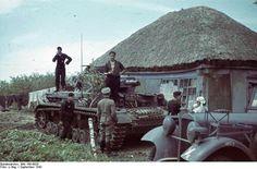 Bundesarchiv; Russland, Panzer IV vor Haus
