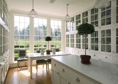 This much natural light in a kitchen is one of my dreams. #light #kitchen #design #breakfast