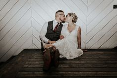 Union/Pine - Portland Wedding - Couple Pic - Couple Kiss