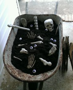 Halloween Decor 2012 - EXCELLENT way to use your wheel-barrel!!  LOVE