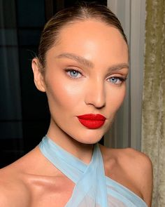 We rounded up the most popular holiday makeup looks right now. Major beauty inspiration right this way! Glam Makeup, Makeup Inspo, Bridal Makeup, Makeup Inspiration, Hair Makeup, Makeup Ideas, Fox Makeup, Makeup Style, Unique Makeup