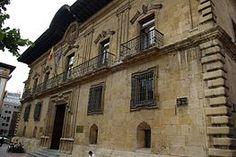 El palacio de los Marqueses de Campo Sagrado en la antigua plaza de la Fortaleza de Oviedo (hoy plaza de Porlier). Desde mediados del XIX fue sede de la Real Audiencia de esta ciudad. Hoy lo es del Tribunal Superior de Justicia del Principado de Asturias.