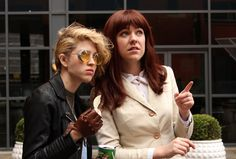 Casual Ghostbusters cosplay is pretty spot on – cosplayers Hildaglitz Cosplay and Seamripper Cosplay as Jillian Holtzmann and Erin Gilbert