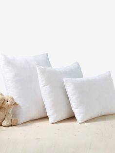 Oreiller anti-acariens traité Bi-ome® blanc - Stop aux allergies ! Hypo-allergénique pour la peau de l'enfant, c'est la solution efficace pour une protection permanente et une hygiène optimale du couchage Under Bed Storage Boxes, Fabric Storage Boxes, Wash Pillows, White Pillows, Boy Walking, Cot Blankets, Toddler Pillow, Tie Shoelaces, Nursery Bedding Sets