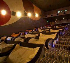 Bangkok. cinéma. lits...