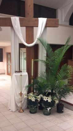 Church decorated for Easter 3 Easter Altar Decorations, Church Stage Design, Church Events, Christian Decor, Church Banners, Easter Flowers, Church Flowers, Palm Sunday, Kirchen