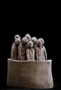 Sculpture de Sophie Favre by Martin Le Roy, change it to be students with the same puzzled look on their faces Sculpture Textile, Art Sculpture, Pottery Sculpture, Ceramic Studio, Ceramic Art, Art Jouet, 3d Figures, Sculptures Céramiques, Quirky Art