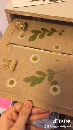 Diy Resin Projects, Diy Resin Art, Diy Resin Crafts, Diy Crafts Hacks, Diy Arts And Crafts, Creative Crafts, Diy Crafts To Sell, Craft Projects, Paper Crafts