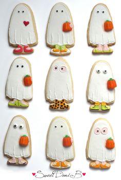 Ghost Trick Or Treater Halloween Cookies Cookies Cupcake, Ghost Cookies, Fall Cookies, Galletas Cookies, Iced Cookies, Cute Cookies, Holiday Cookies, Dessert Halloween, Halloween Cakes
