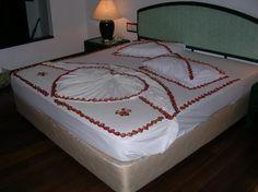 Maldives Complete - Home Towel Animals, Towel Crafts, Heart Decorations, Wedding Night, Maldives, Mattress, Bedding, Bedroom, Lace Patterns