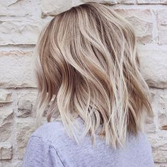 It's true, you can observe that balayage works pretty nicely with all hair lengths. Still another website to explain to you how balayage is finished. Thin Hair Haircuts, Cool Haircuts, Medium Hairstyles, Bob Hairstyles, Simple Hairstyles, Short Blonde Haircuts, Layered Hairstyles, Everyday Hairstyles, Medium Length Blonde Hairstyles
