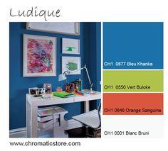 Le bleu invite à la concentration et la créativité. Le orange et le vert apportent le côté ludique à cette ambiance idéale dans une chambre d'enfant. www.chromaticstore.com #bleu #deco #ludique #chambre