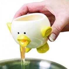 Para separar la yema de huevo de la clara