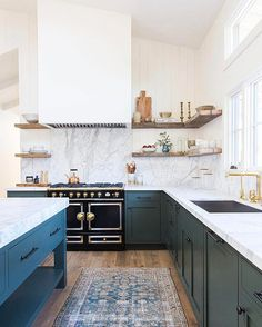 Did your jaw just drop to the floor? We're not surprised. But this is only one beautiful space, and we've rounded up seven other dreamy kitchens. Think you can handle it? Tap the link in our bio. | photo: @tessaneustadt; design: @amberinteriors