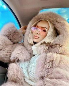 Fur Coat Outfit, Fox Fur Coat, Fur Fashion, Fashion Outfits, Womens Fashion, Fur Clothing, Happy Girls, Girly Outfits, Mantel