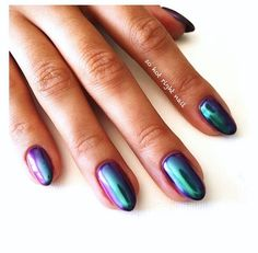 Holographic nails inspo