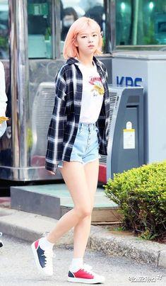 Jeongyeon - Twice Nayeon, Kpop Girl Groups, Korean Girl Groups, Kpop Girls, J Pop, Kpop Fashion, Korean Fashion, Fashion Outfits, Suwon