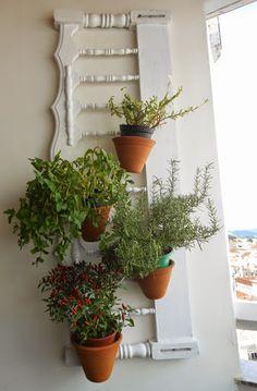 Decoração - Nova vida para cabeceira de cama - jardim ou horta suspensa Bed Head, Houseplants, Garden Landscaping, Planter Pots, Sweet Home, Diy, Good Things, Landscape, Architecture
