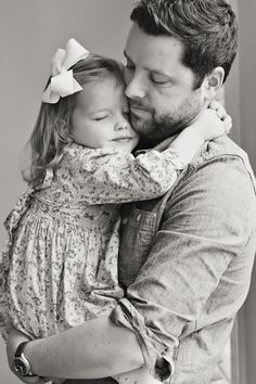Father and Daughter Beautifully Recreate Wedding Photos of Late Mother - My Modern Metropolis Daddy Daughter Pictures, Father Daughter Pictures, Letter To Daughter, Father Daughter Wedding, Dad Daughter, Daughters, Family Posing, Family Portraits, Family Photos