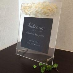 クリアなフレームに白いお花達大切なweddingの日、ゲストをお迎えしますプリザーブドフラワーのあじさい、カーネーション、コットンパール、シルクリボンを使用自...|ハンドメイド、手作り、手仕事品の通販・販売・購入ならCreema。