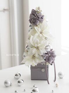 Indoor Christmas Decorations, Christmas Arrangements, Christmas Centerpieces, Christmas Themes, Floral Arrangements, Christmas Holidays, Christmas Crafts, Orange Christmas Tree, Christmas Flowers