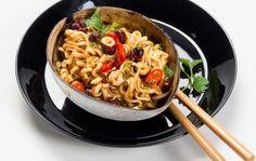 Pähkinänuudelit Chili, Spaghetti, Ethnic Recipes, Dinner Ideas, Anna, Food, Chile, Essen, Supper Ideas